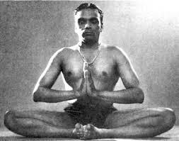 Badakonanasana pour préparer Padmasana